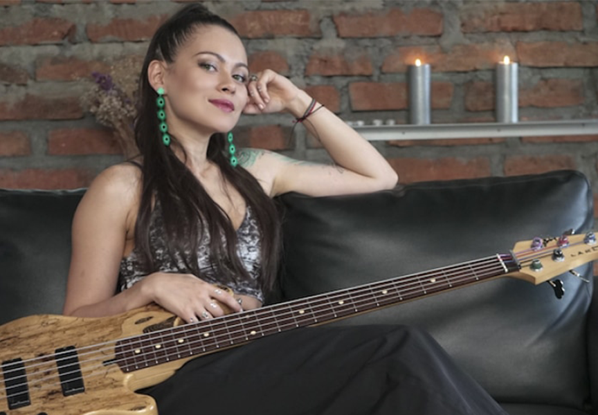 Eva Peroni: Bajista aliada Musical Cedar